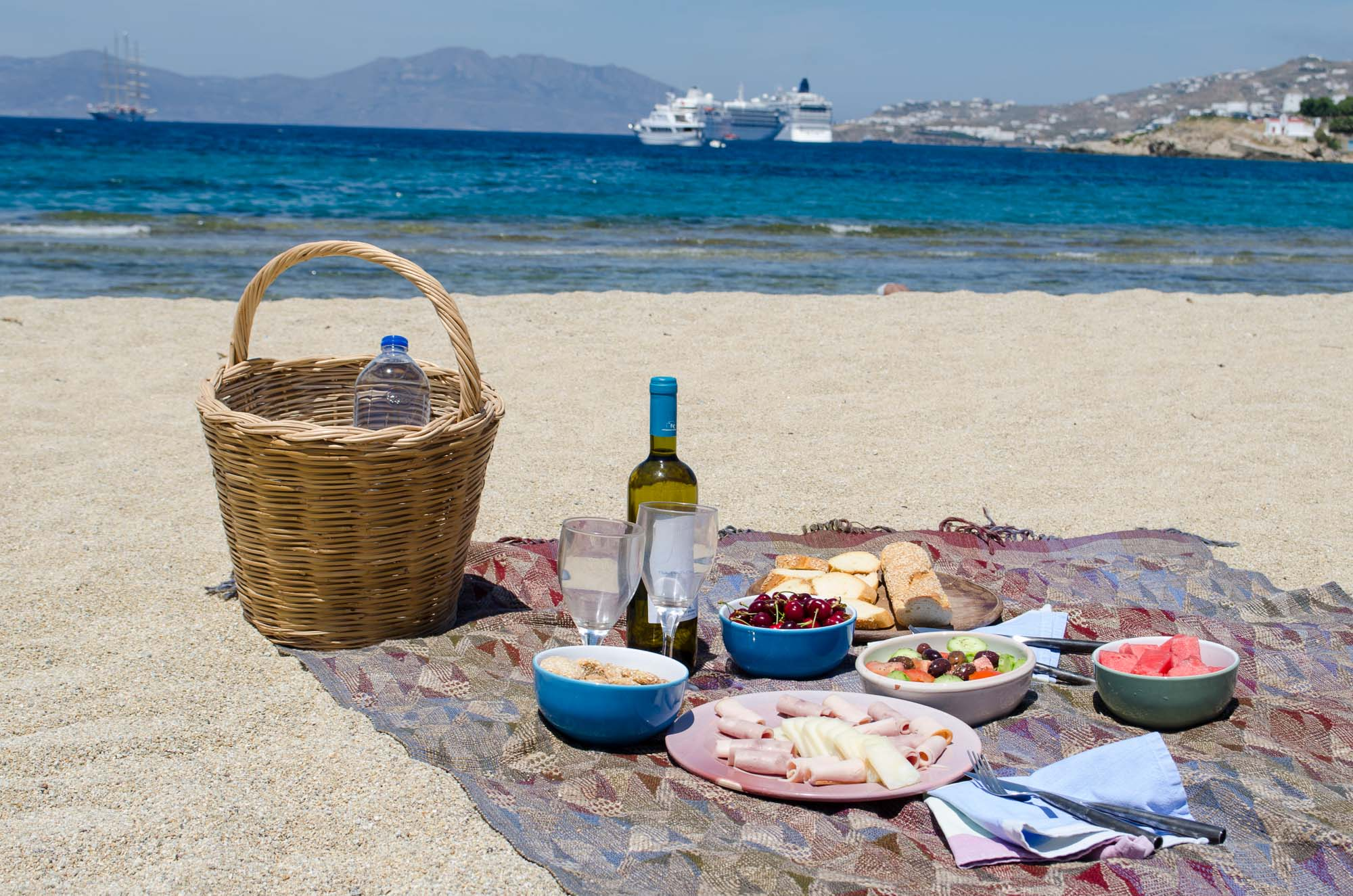 picnic at beach Summer is officially here and you know what that means: weekends at the beach with friends and family packing for the beach isn't always the easiest task.